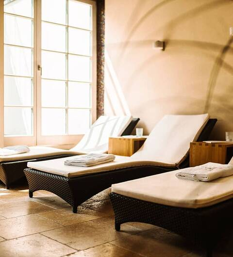 Mehr Entspannung geht nicht: Wir bieten verschiedene Massagen an und verwöhnen Sie von Kopf bis Fuß.