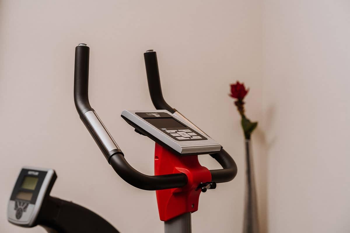 Fit im Ostseeurlaub bleiben Sie im hoteleigenen Fitnessraum mit vielen Geräten für Ausdauer- und Kraftübungen.